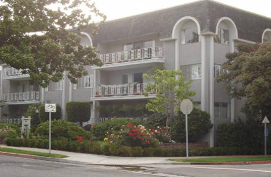 A look at 404 San Vicente where a condominium complex's roof cell phone equipment will be placed after the project's approval from the planning commission.