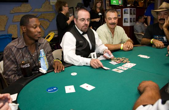 Former MLB star Kenny Lofton seems to have the win at the 2nd Annual Samohi Baseball Celebrity Poker/Auction Night at South on Tuesday