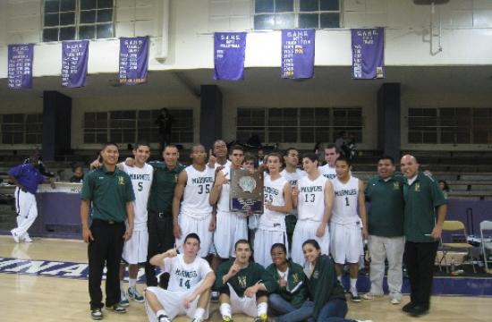 St. Monica basketball poses for team picture after winning the St. Anthony tournament. The Mariners next play Washington Prep in the first round of the Seahawk Classic in Redondo Beach on Dec. 27.