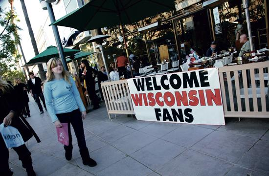 Yankee Doodles on the Third Street Promenade has a welcoming sign for fans of the University of Wisconsin's (UW) who will compete for the 97th RoseBowl Game on New Year's Day.