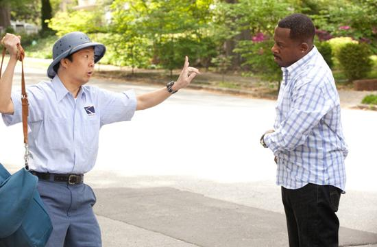 Ken Jeong (left) as a mailman and Martin Lawrence (right) asFBI agent Malcolm Turner