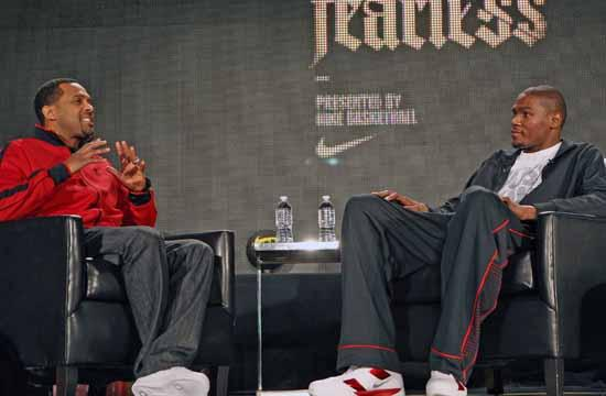 Comedian Mike Epps talks with Oklahoma City Thunder star forward Kevin Durant at Santa Monica's Nike at the Thirds Street Promenade.