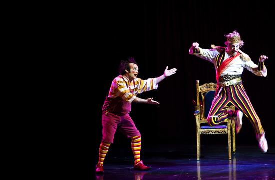 "Ron Campbell as ""The King"" Cirque du Soliel's 2009' KOOZA"
