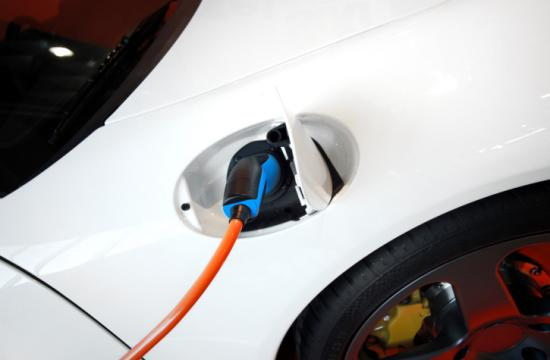 An electric vehicle manufacturer may soon have a showroom on the Third Street Promenade.