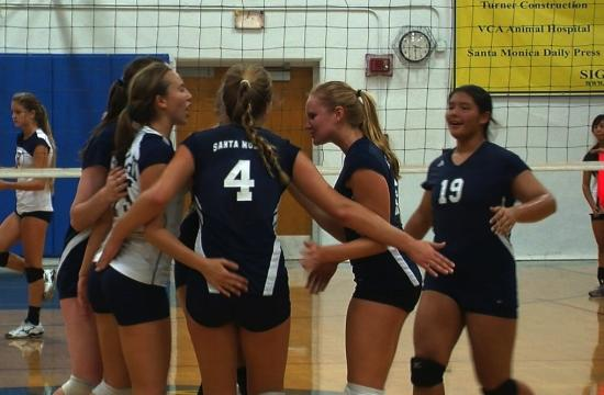 The No. 3 ranked SaMoHi Vikings overcame unforced errors in the second set to sweep El Segundo on Tuesday.