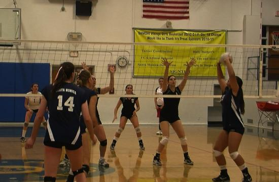 SaMoHi setter Blossom Sato tries for an assist in the Vikings match against Beverly Hills on Tuesday.