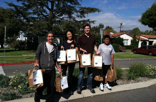 Keller Williams realtors Scott Price and JaniceHou orchestrated a Thanksgiving food drive in Sunset Park Santa Monica.