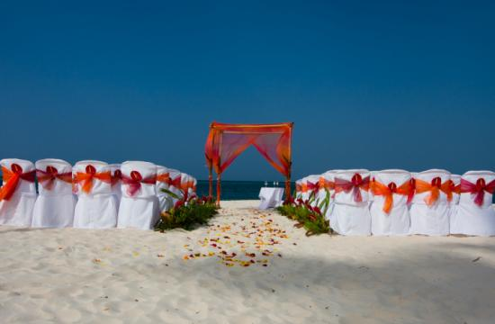 Anyone who has ever tried it would probably tell you that a wedding by the beach is not an easy task to accomplish