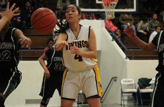 Samohi's Paige Onouye looks for an open teammate in the Vikings' 61-51 win over Inglewood on Wednesday.