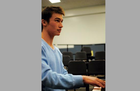 2011 Samohi graduate Steven Gordon played an improvised set of solo piano at the Annenberg Beach House on Thursday as part of Make Music Los Angeles. He attends New England Conservatory in Boston