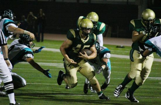 Mariners running back Kevin Holubowski rushes for ten of his 267 yards early in the fourth quarter against the Malibu Sharks.