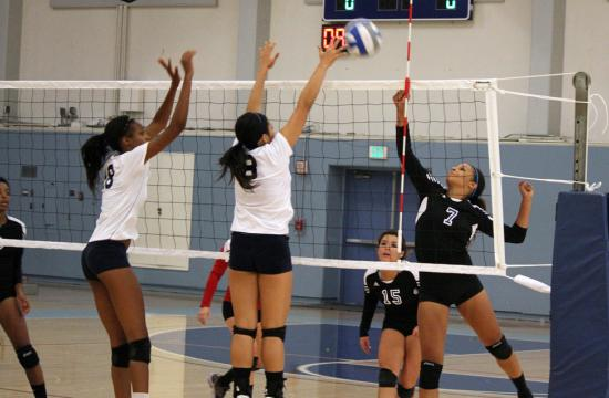 Santa Monica College Lauren Rosell (right) sets up defense against El Camino's Nigeria Owens (left) and Allison Lim (center) during the Corsair loss on Wednesday night.