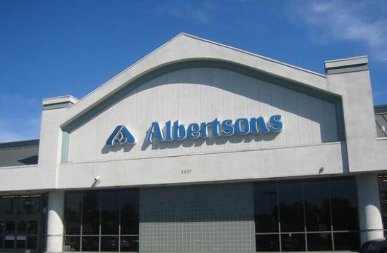 The Albertsons store at 2627 Lincoln Boulevard where radiation was detected inside a dumpster.