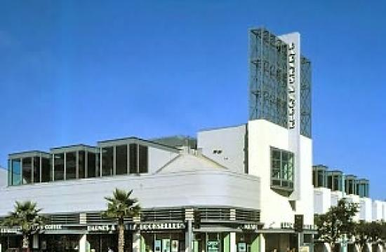Barnes and Noble has renewed its lease on the Third Street Promenade
