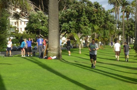 City Council members will deliberate Tuesday an ordinance to allow private fitness trainers to offer camps or classes in public parks or beaches if they pay a fee and maintain a permit.