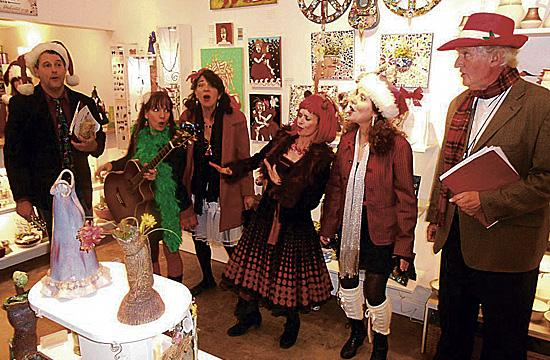 Off Their Jingle Bell RockersReturn For Holiday Shows