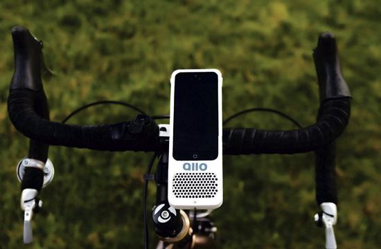 Santa Monica teen Benji Miller has created a bike mount with speaker
