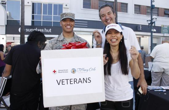 Red Cross held its Holiday Heroes Card signing at the Third Street Promenade on Sunday.