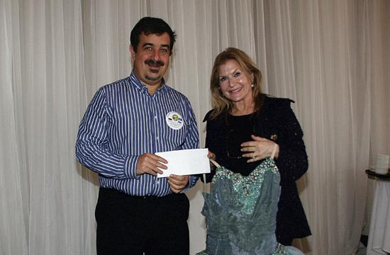 Grantee Francine Lavac receiving a check from Rotarian Mitchell Kraus.