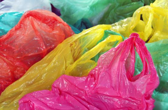 Opponents of a law banning the use of single-use plastic bags announced today they have submitted enough signatures to qualify the referendum for the November 2016 ballot.