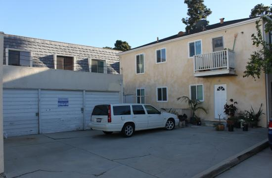 The apartment at 1031 16th Street in Santa Monica has allocated parking spaces that can only be accessed by the back alley