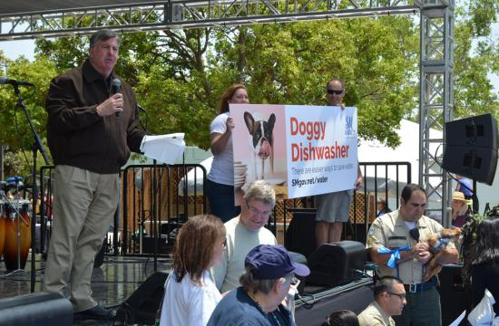 Mayor Kevin McKeown kicks-off the City of Santa Monica's water conservation campaign as the emcee for the Doggy Dishwasher Contest.
